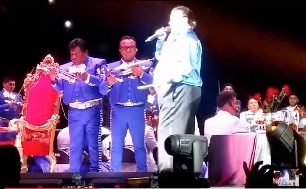 Misteriosa luz apareció en el último concierto de Juan Gabriel
