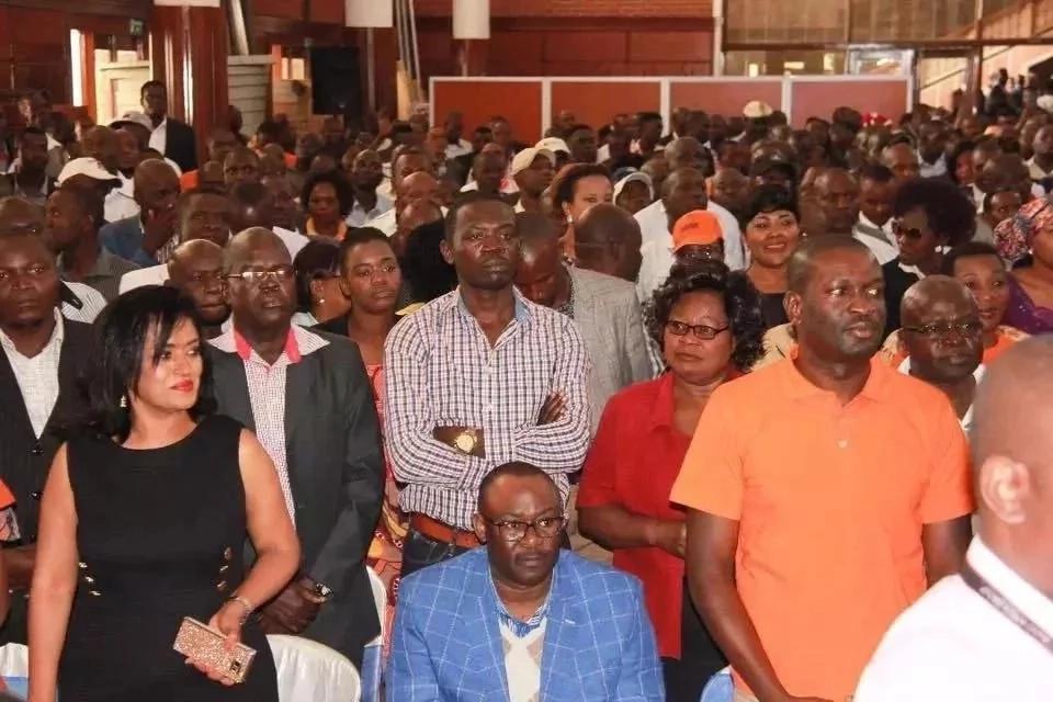 Raila achukua hatua kuziba ufa ulio na uwezo wa kumpokonya urais