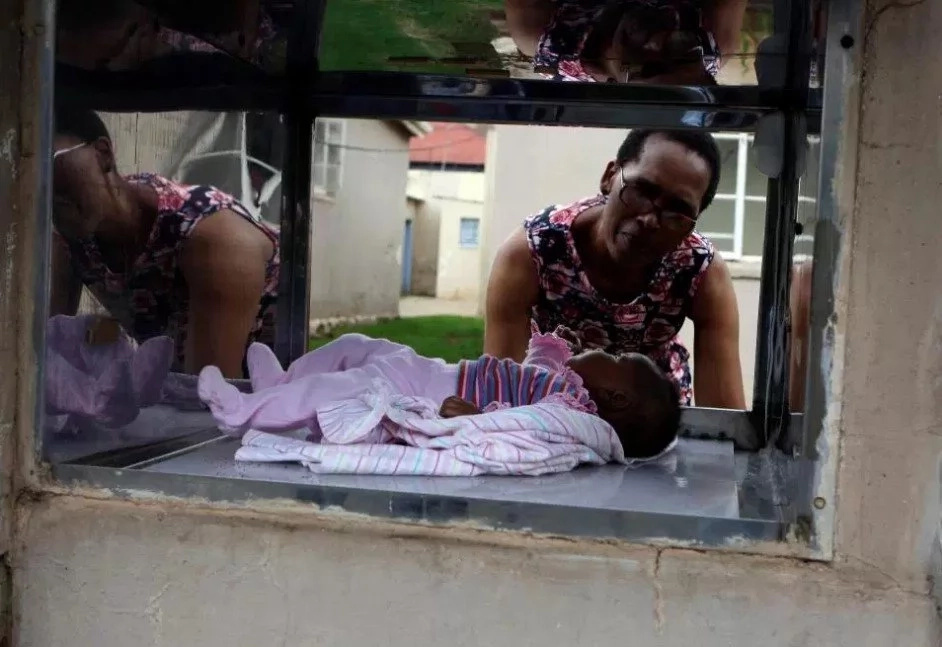 Baby bin installed for parents who want to dump their newborns (photos)