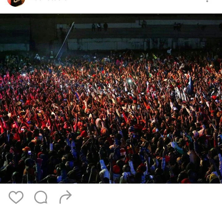 7 photos that show how packed the Chris Brown concert was packed