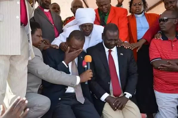 See a rare photo of Uhuru and Ruto crying together