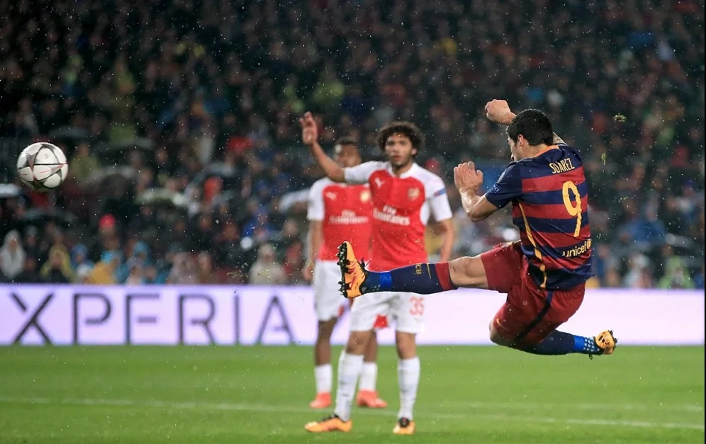 Arsenal humbled by Barcelona, but Wenger remains adamant