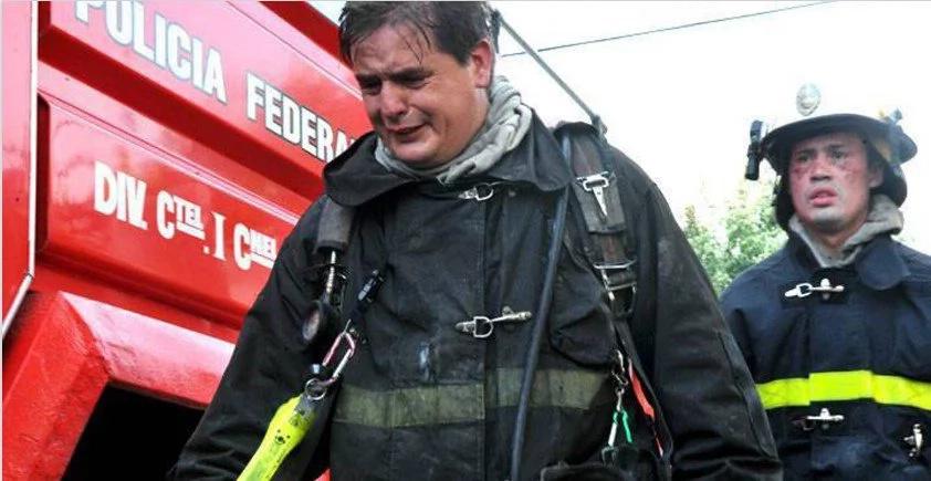 Bomberos acuden a apagar un incendio en un hotel y terminan humillados por el dueño