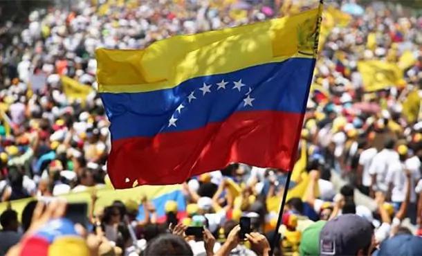 El gobierno de Nicolás Maduro considera pedir la disolución del Parlamento