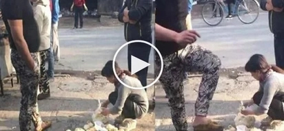 Furious customer stomps on poor vendor's buns for giving him the wrong flavor