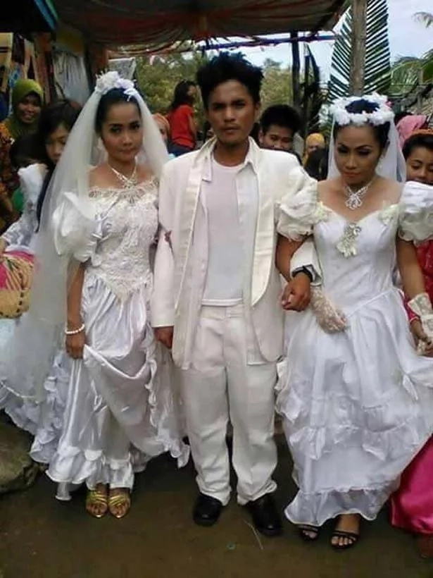 Este hombre fue obligado a casarse con dos mujeres al mismo tiempo – después que lo descubrieron saliendo con ambas