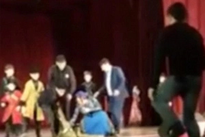 Russian Dancer DIES On Stage And Audience Applaud And Laugh