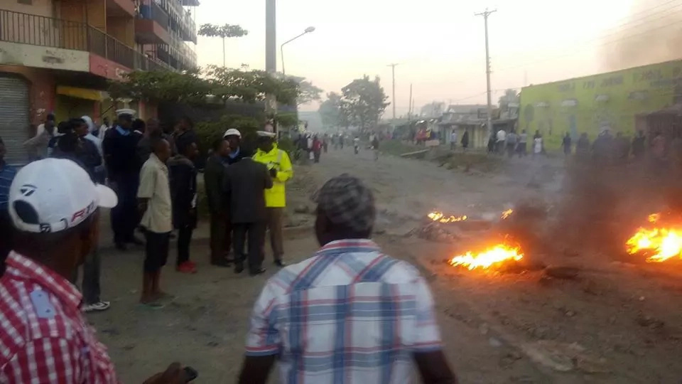 Residents block route to demand for better road