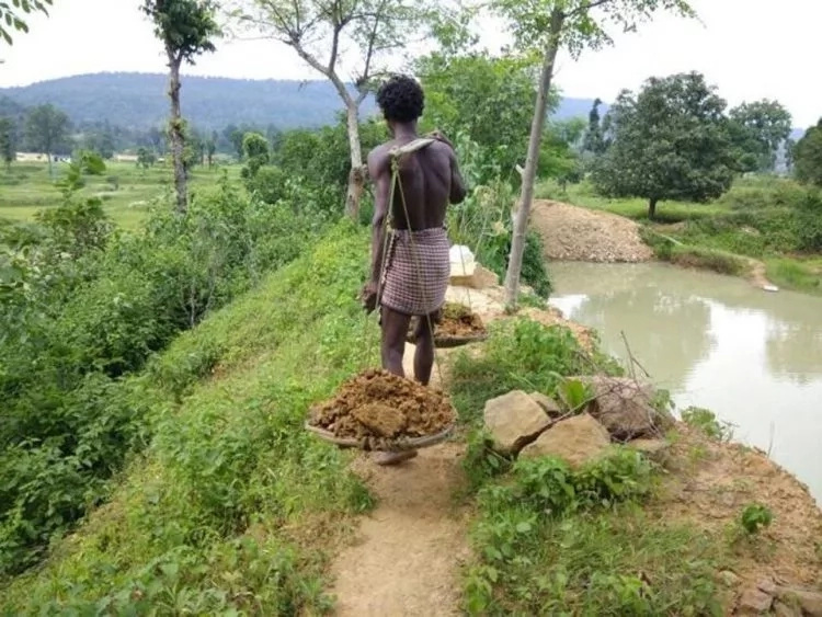 Scorching drought forced 15-year-old-boy to single-handedly dig a pond for his entire village