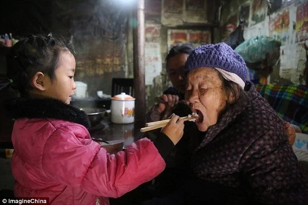 Girl, 5, takes care of her grandma and great-grandma after father goes to jail and mother remarries (photos)