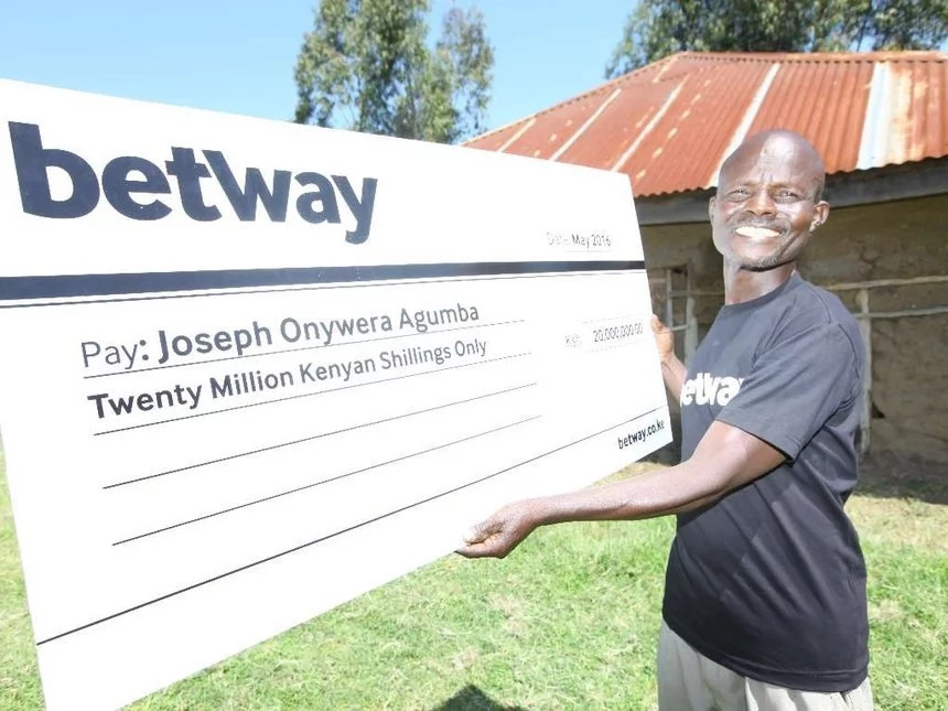 Kisumu man who won Ksh 20 million bet gets brand new wife,throws party
