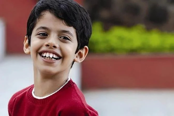 """Remember the boy Ishaan in the movie """"Every Child is Special""""? He's all grown up and looks like puberty hit him really hard!"""