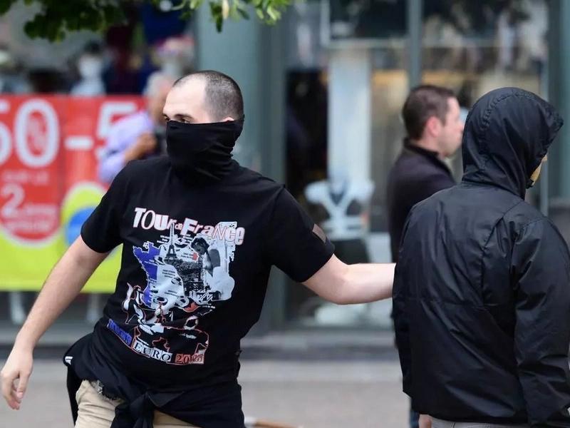 "Hooligans con ""tácticas paramilitares de guerrilla urbana"""