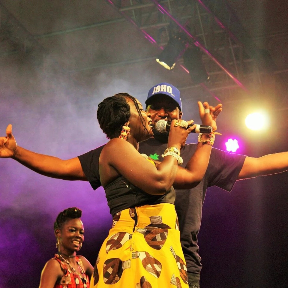 Mombasa Governor and his best friend enjoy the rounded hips of coast singer (photos)