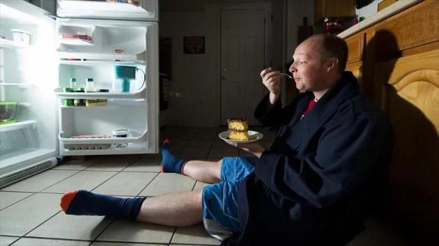 Consumir alimentos antes de acostarse es muy peligroso