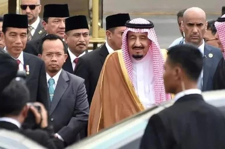 Mfalme wa Saudia afanya ziara Indonesia kwa ndege ya dhahabu!