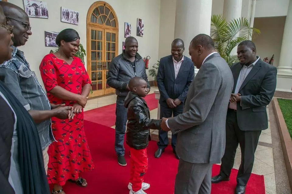 Sensational LUHYA musician meets Uhuru days after collapsing on stage