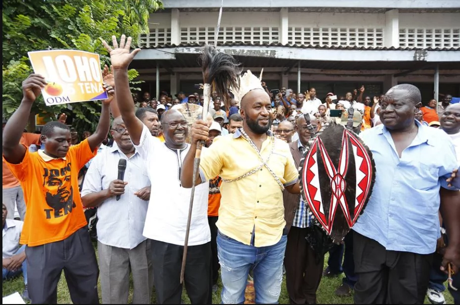 Hassan Joho aidhinishwa kama mzee wa jamii ya Abagusii na kupewa jina mpya (picha)