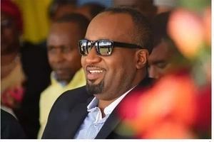 12 madly HOT photos of why SINGLE Hassan Joho is killing Kenyan women
