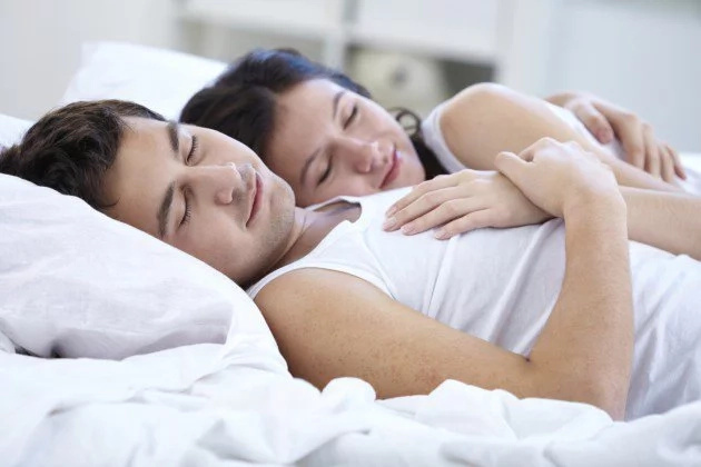 4 amazing reasons why spouses should sleep together