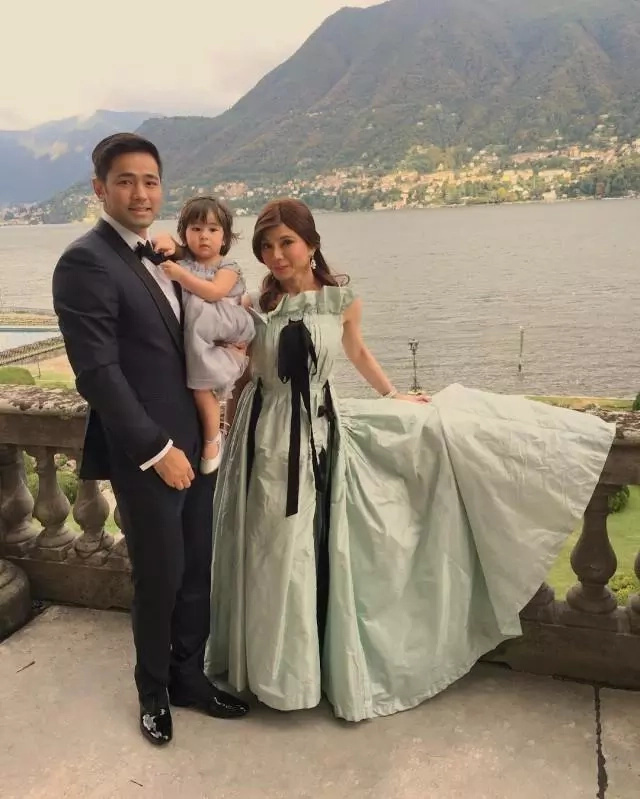 Scarlet Snow charms guests in sister's Italy wedding