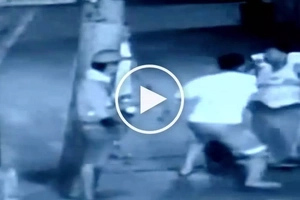 Huli sa CCTV! Drunken Filipino in Caloocan dies after getting brutally assaulted by his enemies