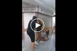 Drunk OFWs caught beating helpless Indonesian girl