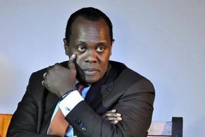 Jeff Koinange sanitises his controversial show by dragging Uhuru's name into it (photo)