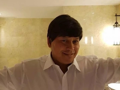 Mapang-asar talaga! Funny PNP Chief Bato wears wig to tease Senator De Lima