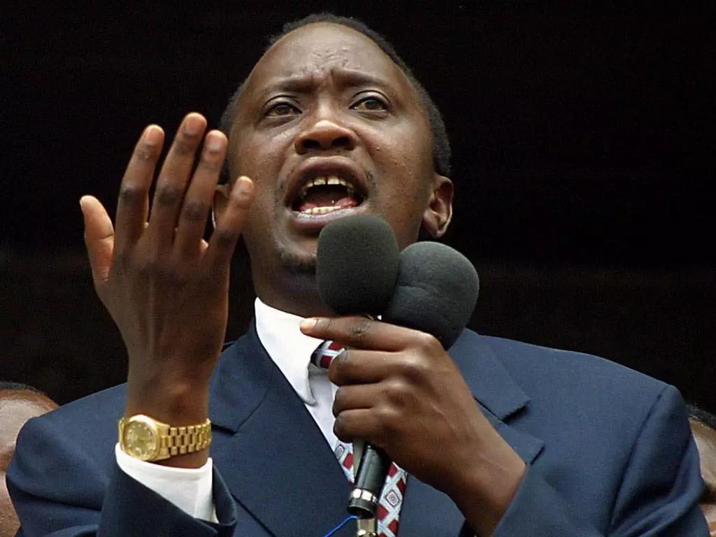 18 pictures of Uhuru Kenyatta interesting gestures
