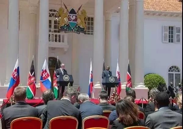 Rais Uhuru Kenyatta na Andrej Kiska wa Slovakia Ikulu ya Nairobi.