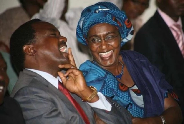 Eti mke wangu amefariki dunia! Huo ni umbeya msiufuate kamwe – Kalonzo Musyoka asema
