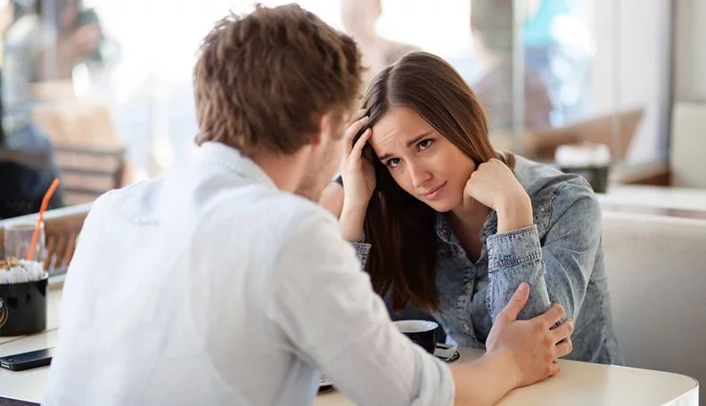 He Doesn't Like You Anymore: 16 Signs He's Losing Interest In You