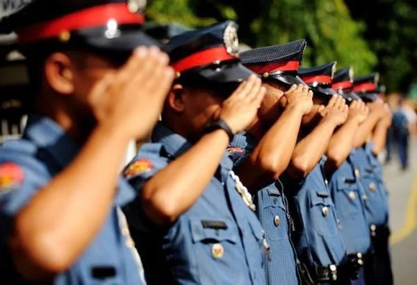 Policemen snub dela Rosa's 48-hour ultimatum to surrender