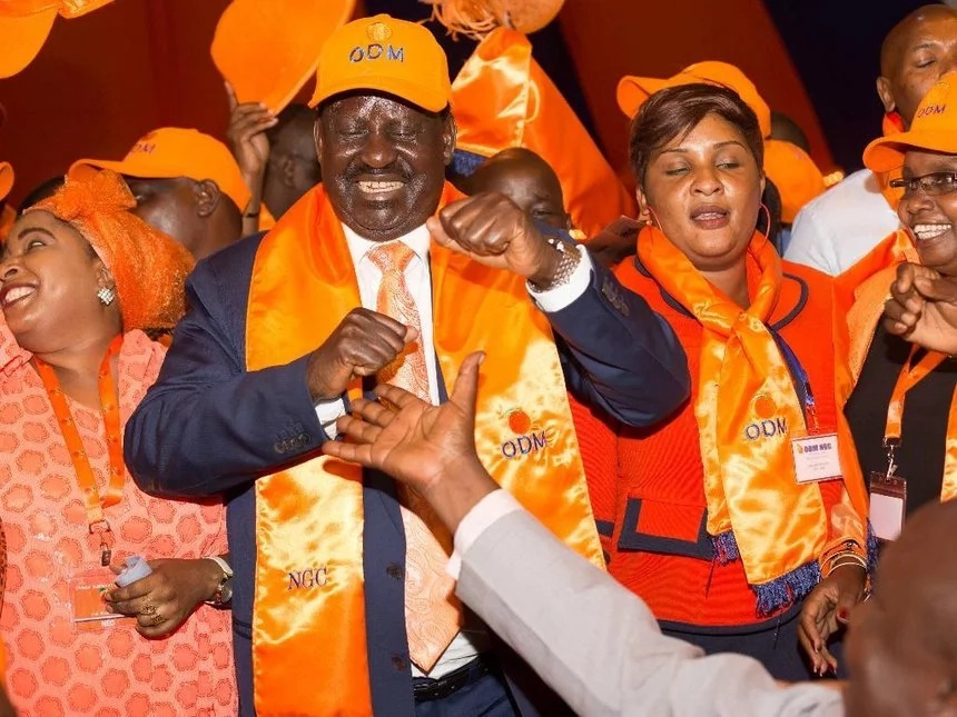 Raila receives several Jubilee defectors