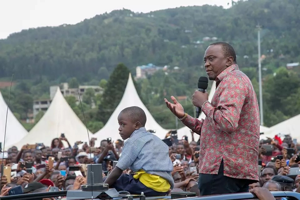 Demos and burning of Jubilee merchandise in Kisii during Uhuru tour (video)