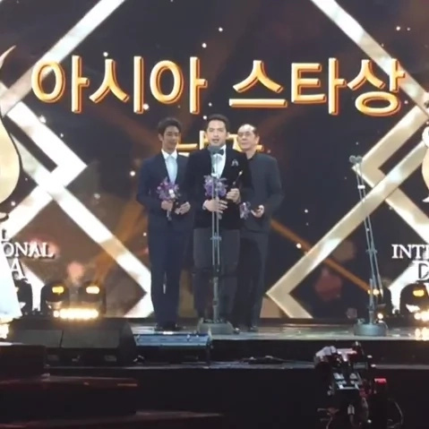 Dennis Trillo bags Korean award, selfie with Song Joong Ki!