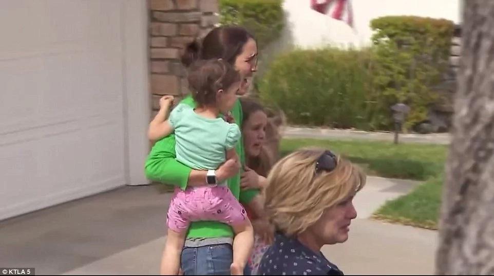 Momento desgarrador: niña de 6 años es removida de su familia blanca de acogida por su raza