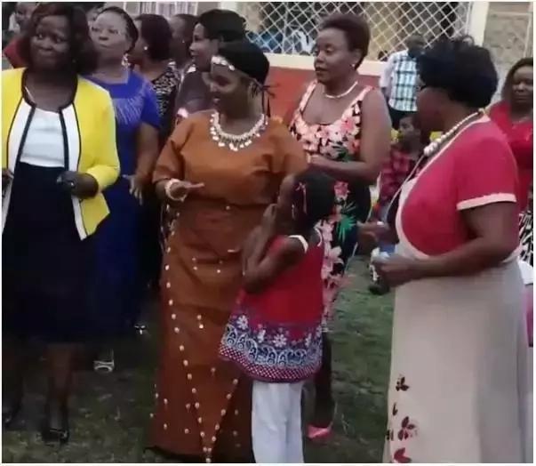 Mwanamuziki maarufu afanya HARUSI YA KITAMADUNI ya kufana sana