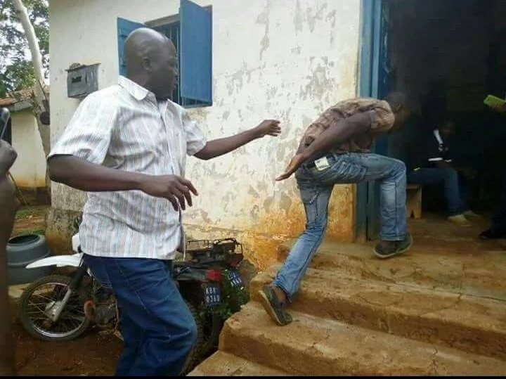 Jakoyo Midiwo beats up a 'voter' in Gem
