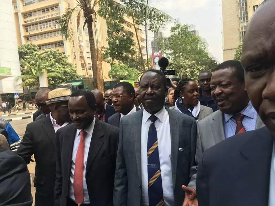 Sihitaji kugawana uongozi na wezi- Raila amjibu Ruto