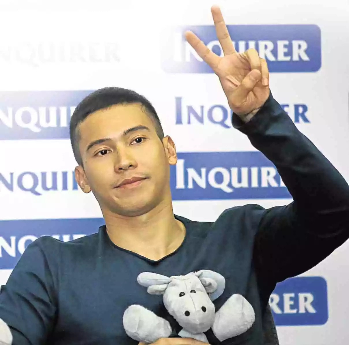 Enchong Dee airs frustration over long lines at immigration