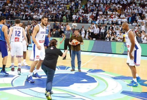 Duterte makes impressive ceremonial toss for Gilas vs France