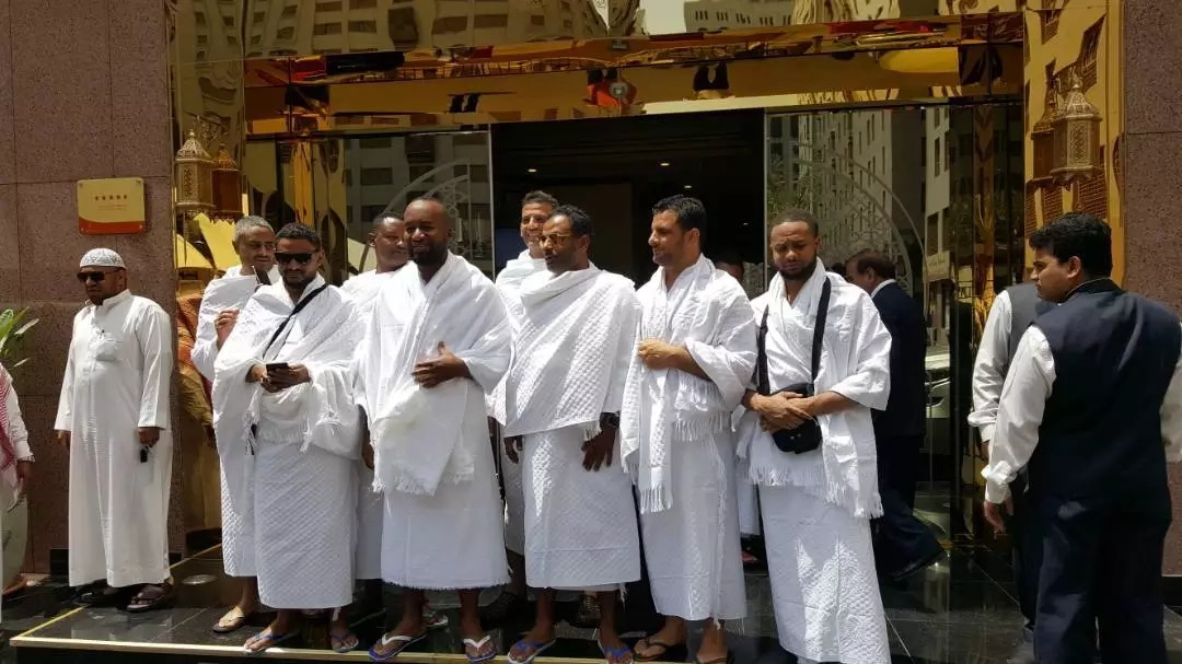 Mombasa Governor and his son at the Holy City of Mecca (photos)
