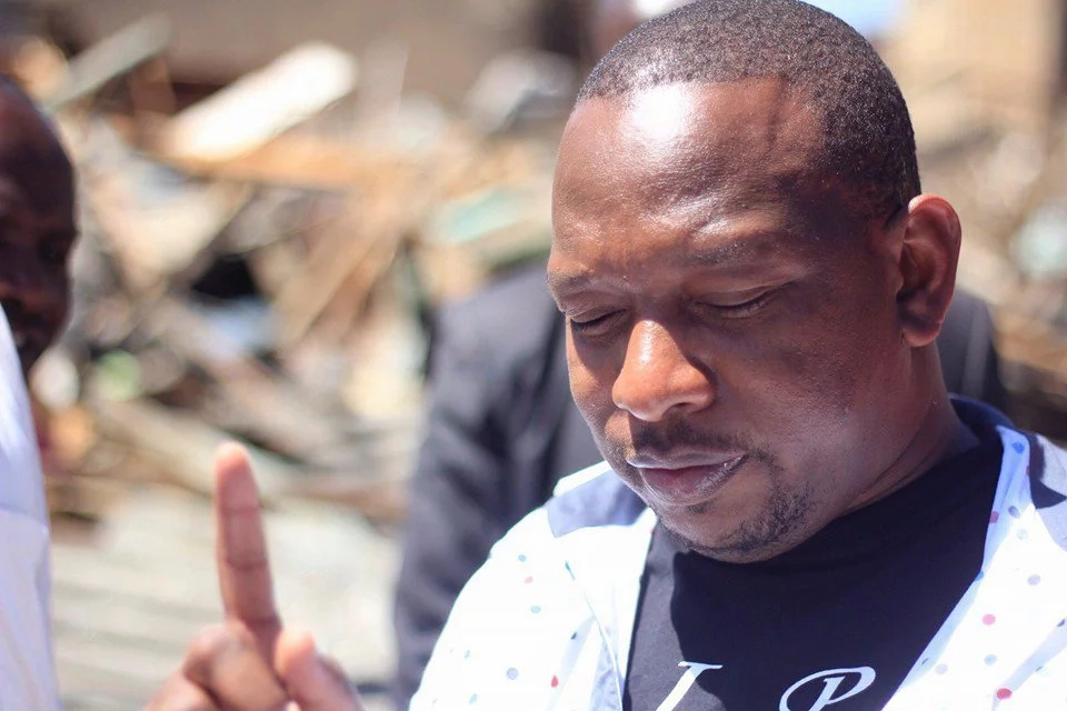 Nairobi Senator Mike Sonko literally STRIPS down ODM supporters (VIDEO)