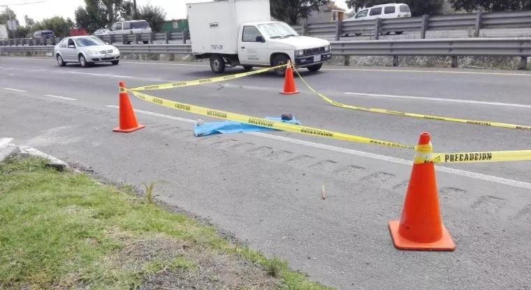 Dejaron a bebé recién nacido tirado en la carretera