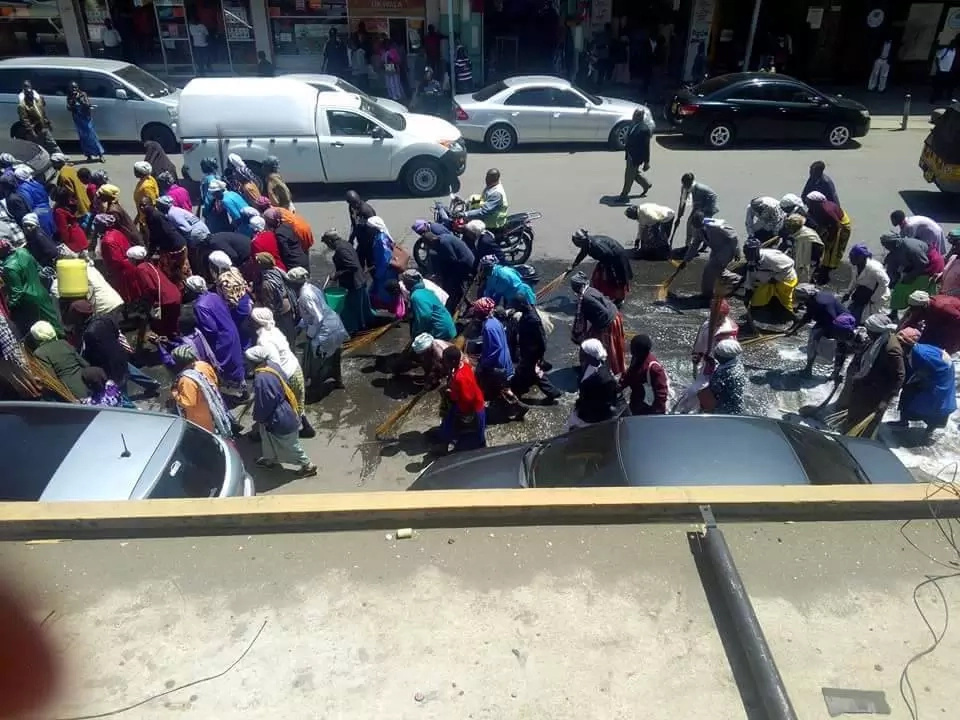 Nakuru worshipers wash roads with soap for Prophet Owuor