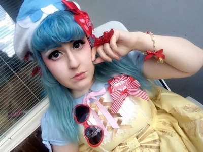Meet the girl who looks like a sweet huge doll. That's how she walks the streets and dresses up for work!