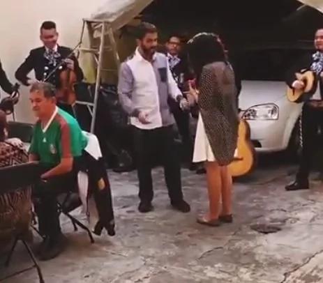 Increíble reacción luego de una propuesta de matrimonio