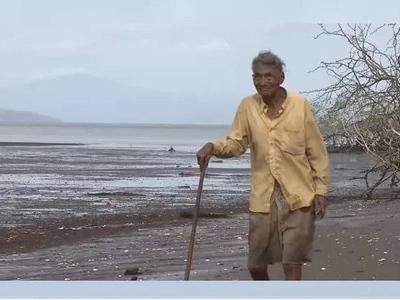 Este encantador hombre tiene 97 años y vive completamente solo en una isla abandonada